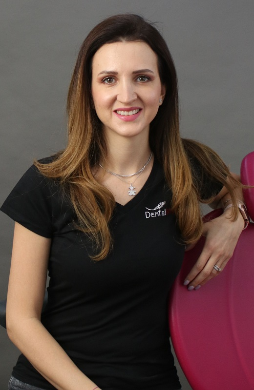 Dr. Anca Nenovici